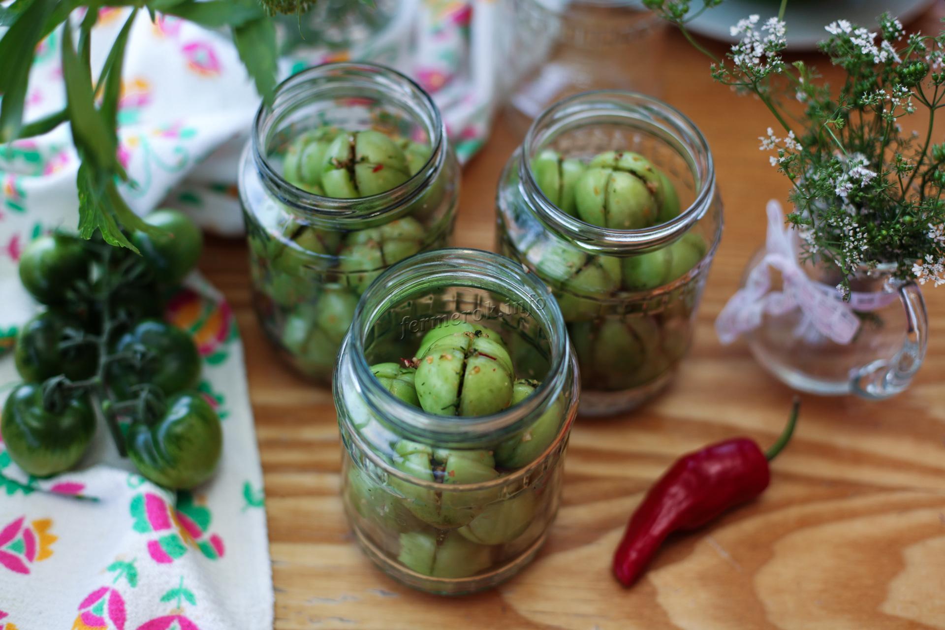 Маринованные зеленые помидоры с чили