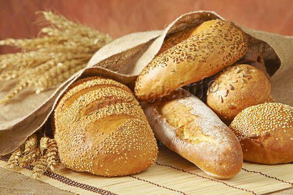 Мука из твердых сортов пшеницы содержит много клейковины.