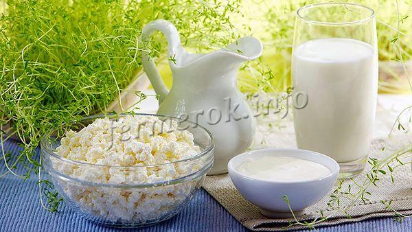 Козье молоко примерно в 3,5 раз дороже коровьего и как минимум в два раза его полезней
