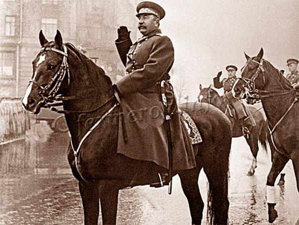 С.М.Буденный во время парада